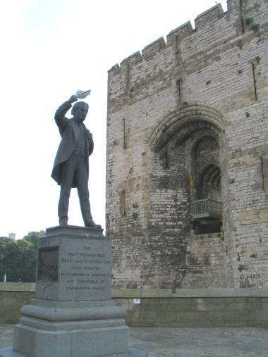 LLG statue Caernarfon