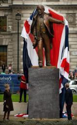 LG statue unveiled